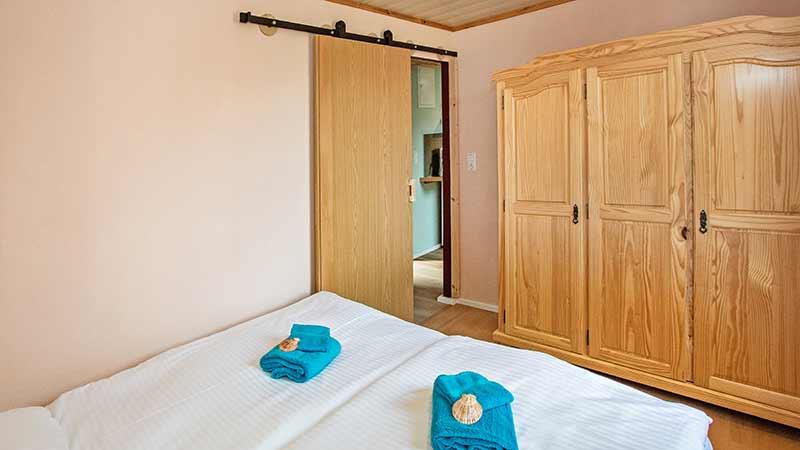 Ferienwohnung Achterwasser Schlafzimmer Hinter der Düne Ückeritz Usedom Doppelbett