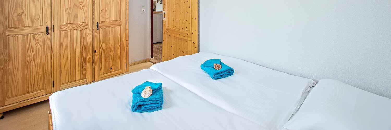 Ferienwohnung Schloonsee Schlafzimmer Hinter der Düne Ückeritz Usedom Doppelbett Strand nähe